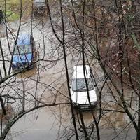 A csapadékvízzel küzdenek az Alkotmány úton!A segítségünket kérték.