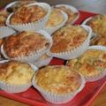 Légiesen könnyű, szaftos sajtos túros muffin, amely végtelenségig turbózható