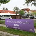 Tágul a szakadék a propagandisták és az újságírók között