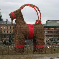 Idén 29-edszerre égett porig a balszerencsés svéd karácsonyi kecske
