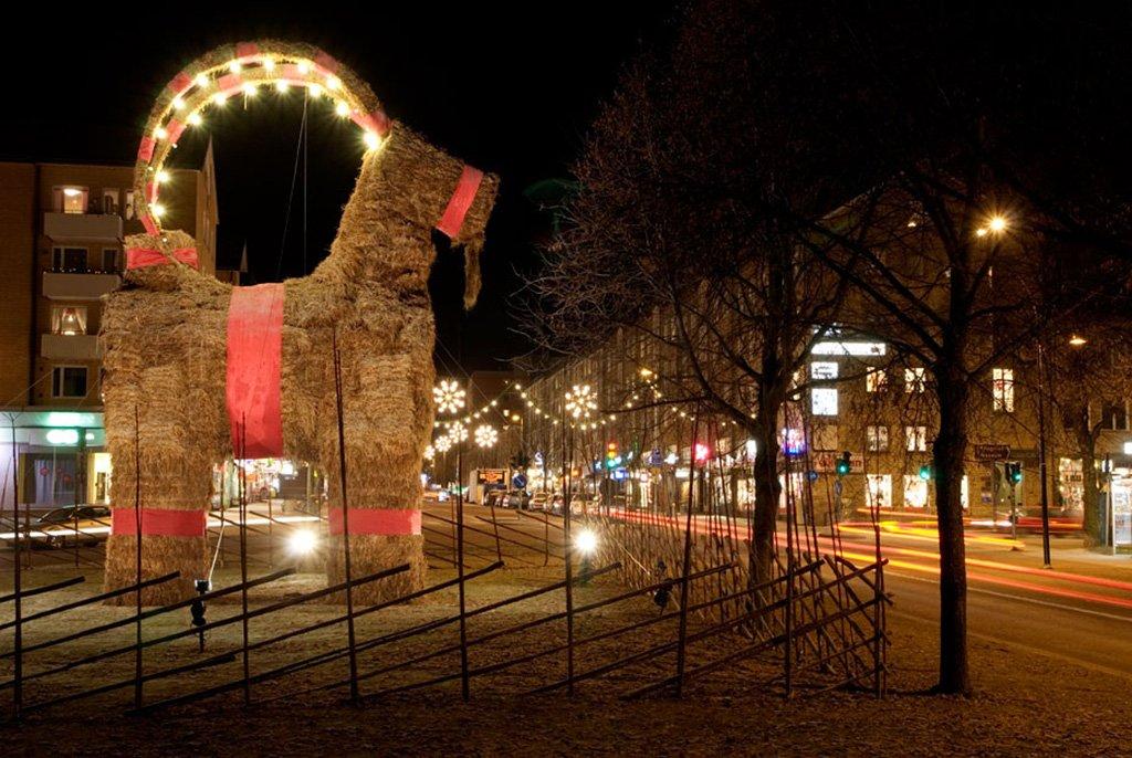 1_burning_christmas_goat1.jpg