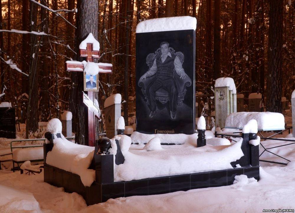 gangster-cemetery-yekaterinburg-82.jpeg