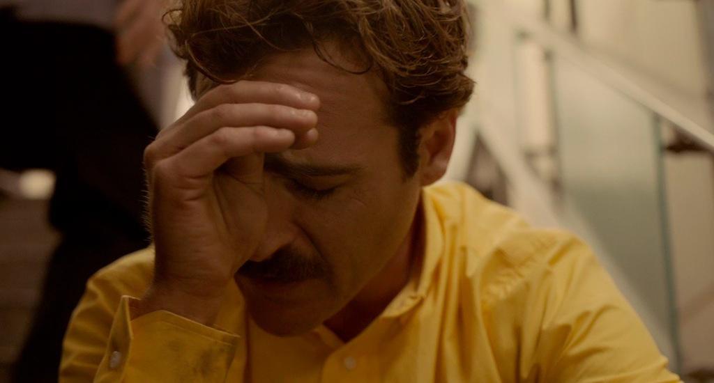her-movie-2013-screenshot-crying-joaquin-phoenix.jpg