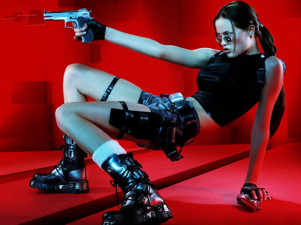 Sajnos neki jutott a legrosszabb Tomb Raider játéknak tartott Angel of Darkness c. rész népszerűsítése 2002 és 2004 között.