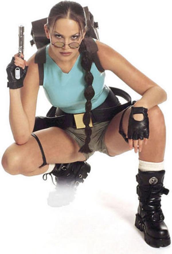 2000-2002-ig testesítette meg Larát. Ő volt a legfiatalabb Lara modell, mindössze 17 éves volt, amikor megkapta a munkát.