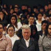 Russell Brand a Transzcendentális Meditációról: Megváltoztatja a tudatot!