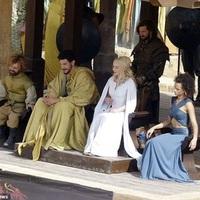Tyrion és Daenerys megelőzi a Trónok harca könyveket
