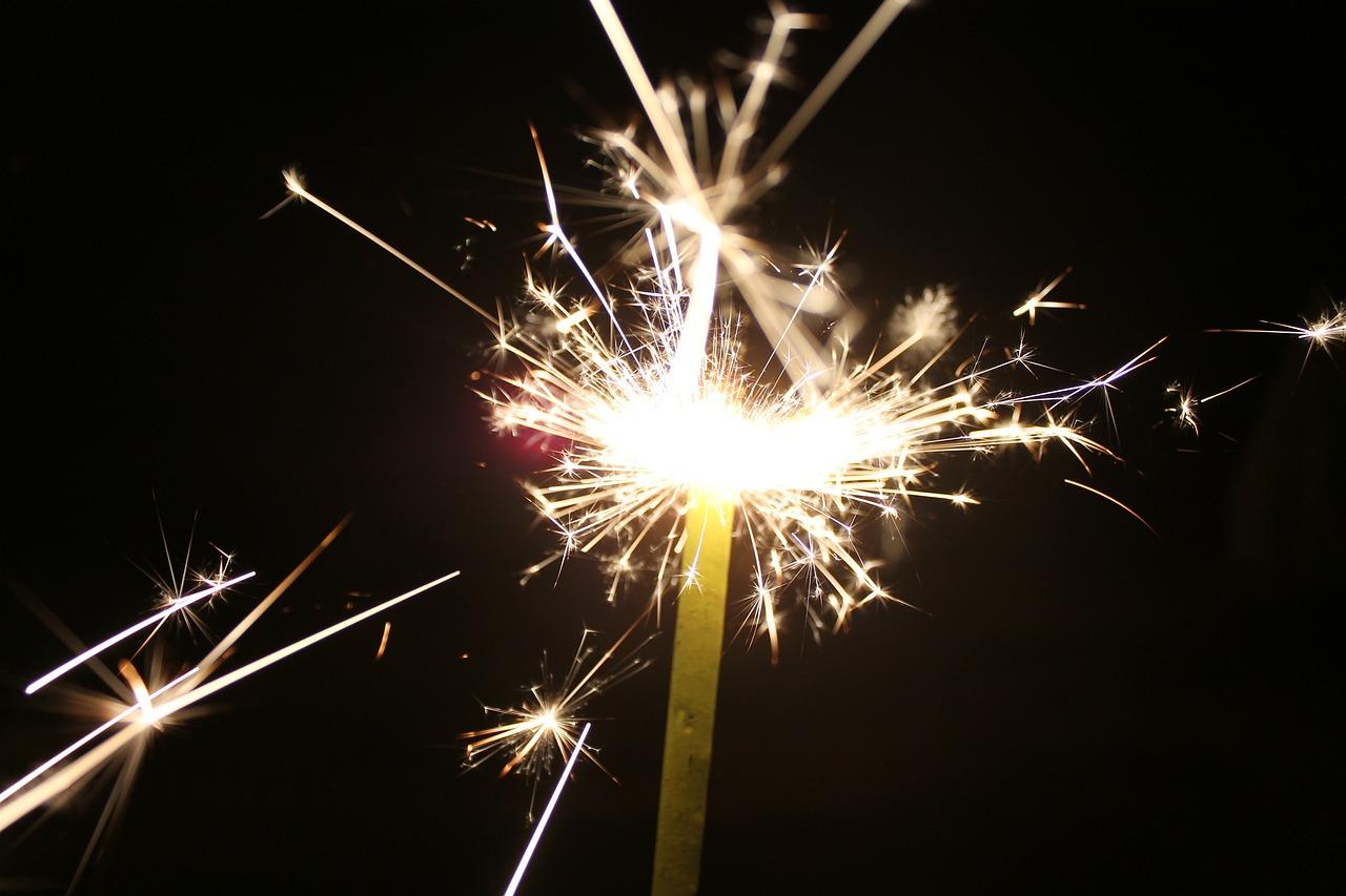 sparkler-143025_1280.jpg