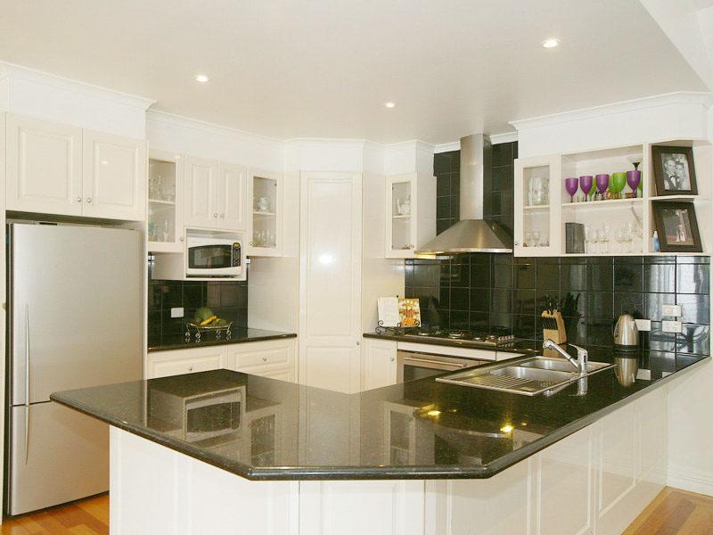 u-shaped-kitchen-designs-30-modern-classic-interiors-23.jpg