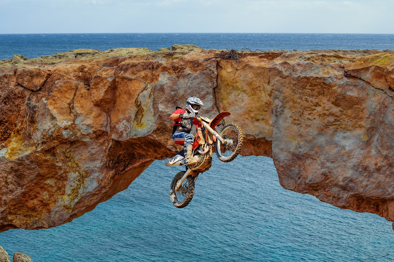 motocross-3157127_1280.jpg