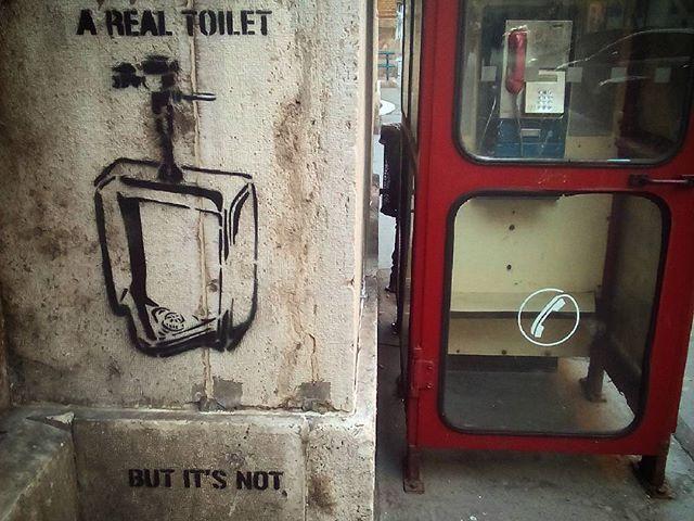 No comment. #budapest #mertutaznijo #phonebox #telefonfülke #pee #nyolcker #graffiti