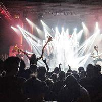 Dupla Zsiráf - Dupla Leander #leander #kills #leanderkills #barbanegra #barbanegramusicclub #metal #metalmusic #music #eletahalalelott #lemezbemutató #lastyear #concert #koncert #zsiraf #giraffe #felfujhatogumizsiraf #zsirafarmy
