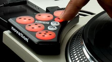 Kontroller vegyes üzemmódú DJ-knek