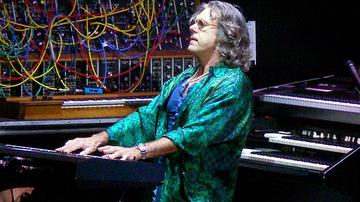 Elhunyt Keith Emerson, a világ legjobb szintetizátorjátékosa