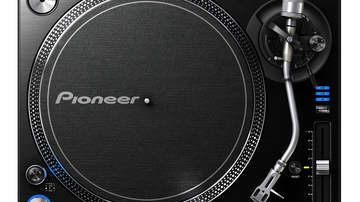 Itt a Pioneer lemezjátszója
