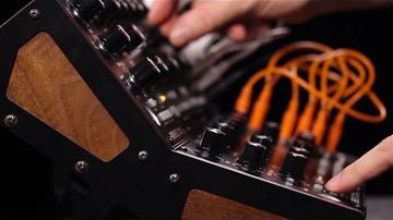Az év szintijét jelentette be a Moog