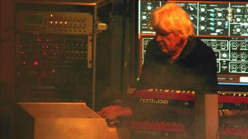 Edgar Froese ismét Mellotronon játszik