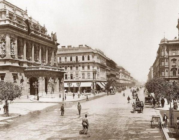 Andrassy_ut_Operahaz_1896.jpg