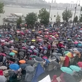548. Újabb esernyős tüntetés