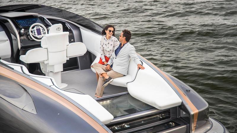 lexus motorcsónak a csábítás egyik eszköze - exkluzív - gazdag - prémium - luxus - presztízs