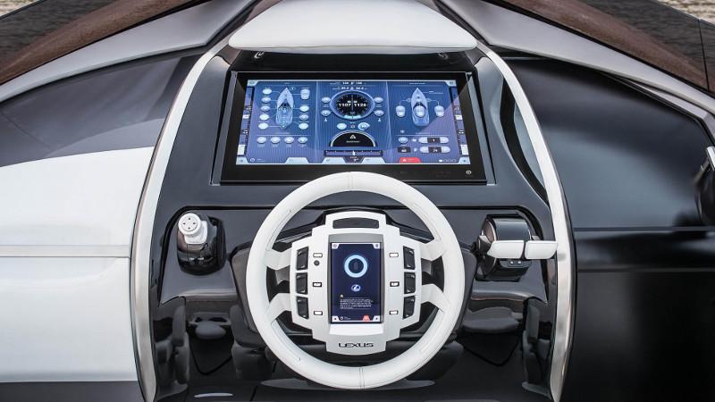 lexus motorcsónak a kormánynál ülve - exkluzív - gazdag - prémium - luxus - presztízs