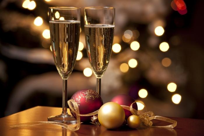 champagneflutes2-20151010170252-r-w700-h700-q100-m1444492971.jpg