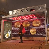 Óriás sütővé alakított buszmegálló
