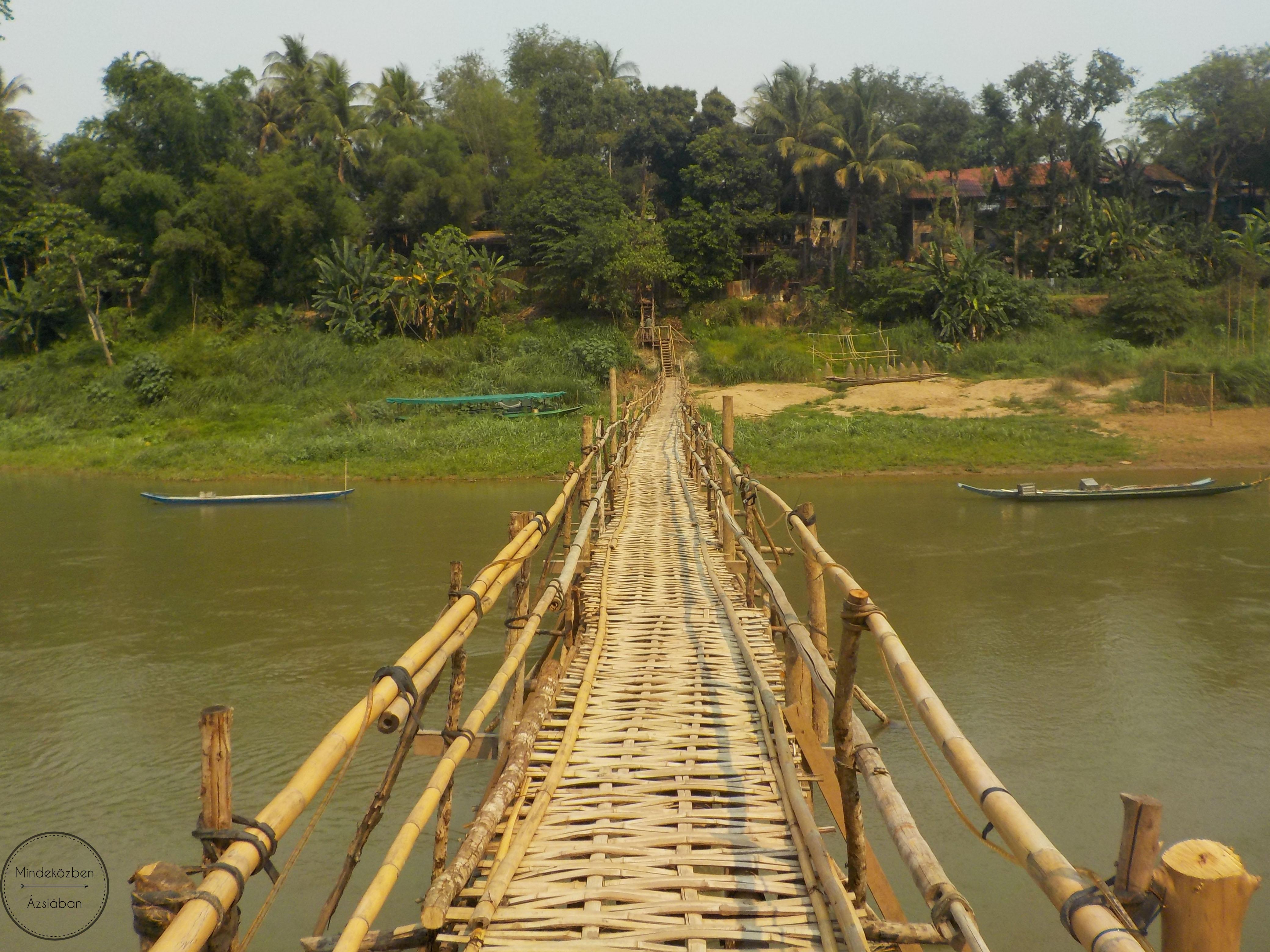 A bambuszhíd, amit minden évben felépítenek.