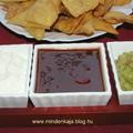 Házi készítésű  tortilla chips avokádós, chilis és fetás mártogatóssal