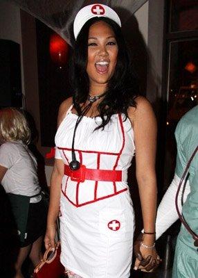 Kimora Lee Simmons nővérke kosztümben