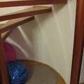 Búvóhely a lépcső alatt