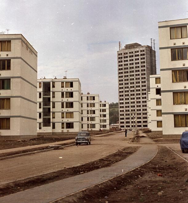 1963_pozsonyi_utca_szemben_a_szentpeteri_kapui_toronyhaz.jpg