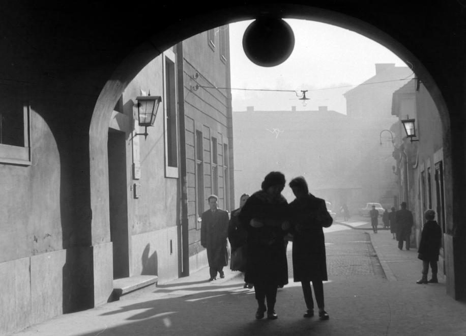 1964_sotetkapu.jpg