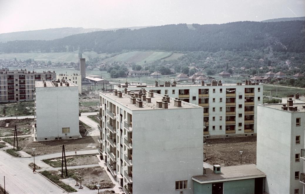 1965_kilian-del_kando_kalman_utca_az_irinyi_janos_utca_felol_a_konyves_kalman_utca_fele_nezve.jpg