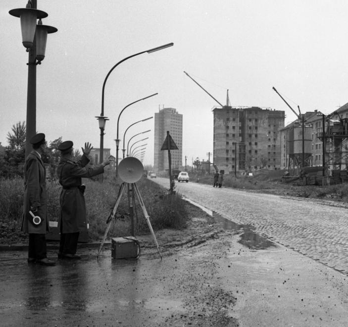 1967_szentpeteri_kapu_a_korhaz_felol_a_toronyhaz_fele_nezve.jpg