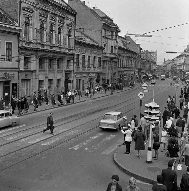 1968_szechenyi_utca_a_szemere_utcatol_az_ady_hid_fele_nezve_1.jpg