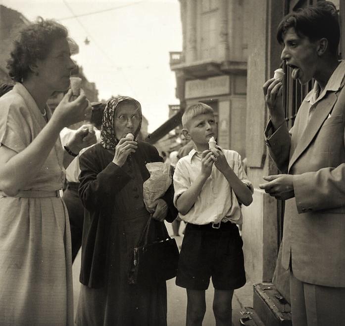1949_szechenyi_utca_a_piva_kesobb_napsugar_cukraszdatol_a_szinhaz_fele_nezve_jobbra_a_kazinczy_utca_torkolata.jpg