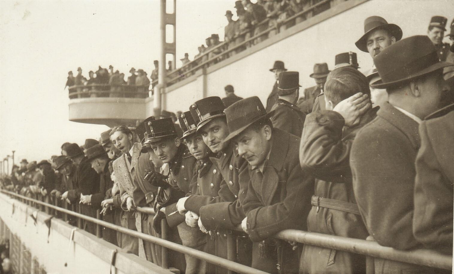 85_253_61_1_iskolai_tornaunnepely_a_vasgyari_stadionban_1939-44.jpg