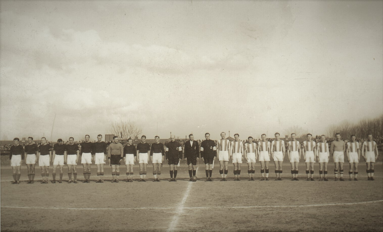 85_253_62_5_labdarugo_merkozes_a_diosgyori_stadionban_1939-44.jpg