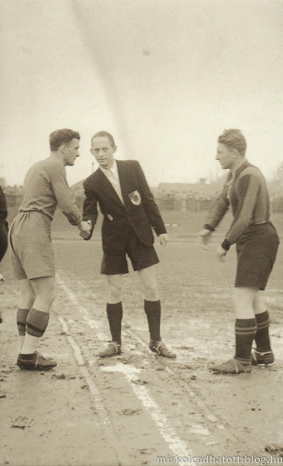 85_253_62_1_labdarugo_merkozes_a_diosgyori_stadionban_1939-44.jpg