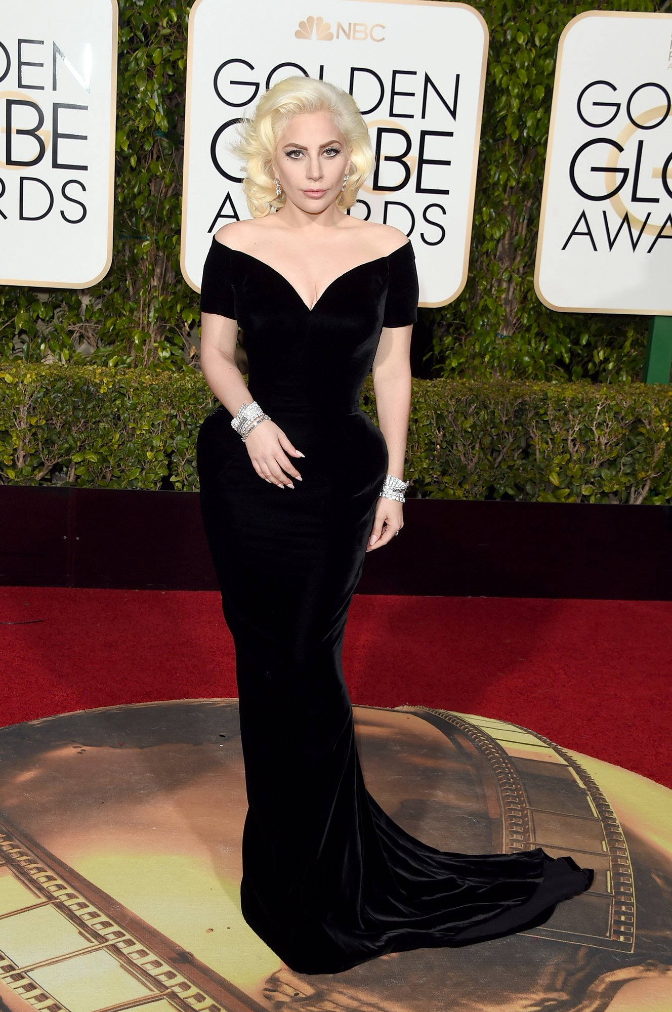 lady-gaga-golden-globes-2016.jpg