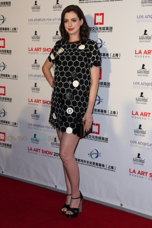 pregnant-anne-hathaway-at-l_a_-art-show-and-los-angeles-fine-art-show_s-2016-opening-night-premiere-party--500x750.jpg