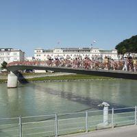 Salzburg: cégérek, vízi kastély, Mozart