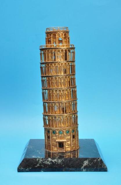 24 cm magas Pisai Ferdetorony (Forrás: www.museofiligrana.org)