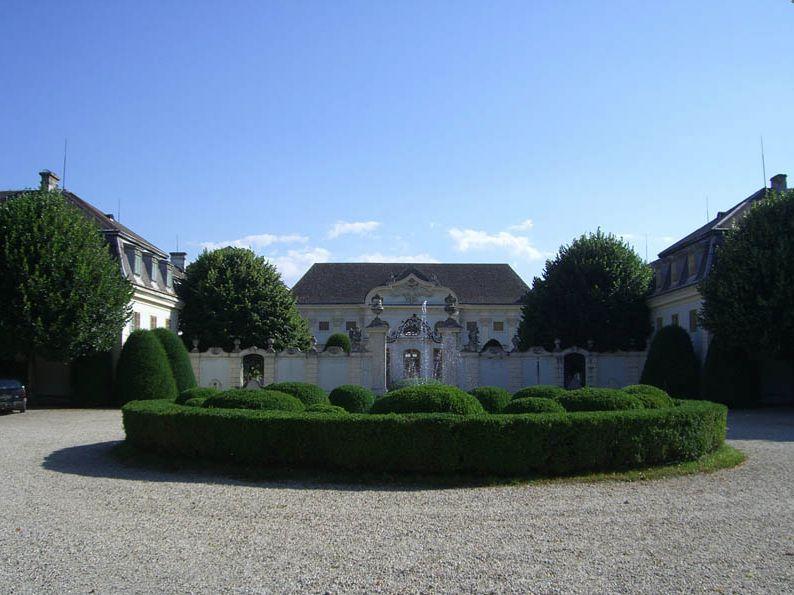 03 - Kastély az udvar felől (forrás: www.schlosshalbturn.com)