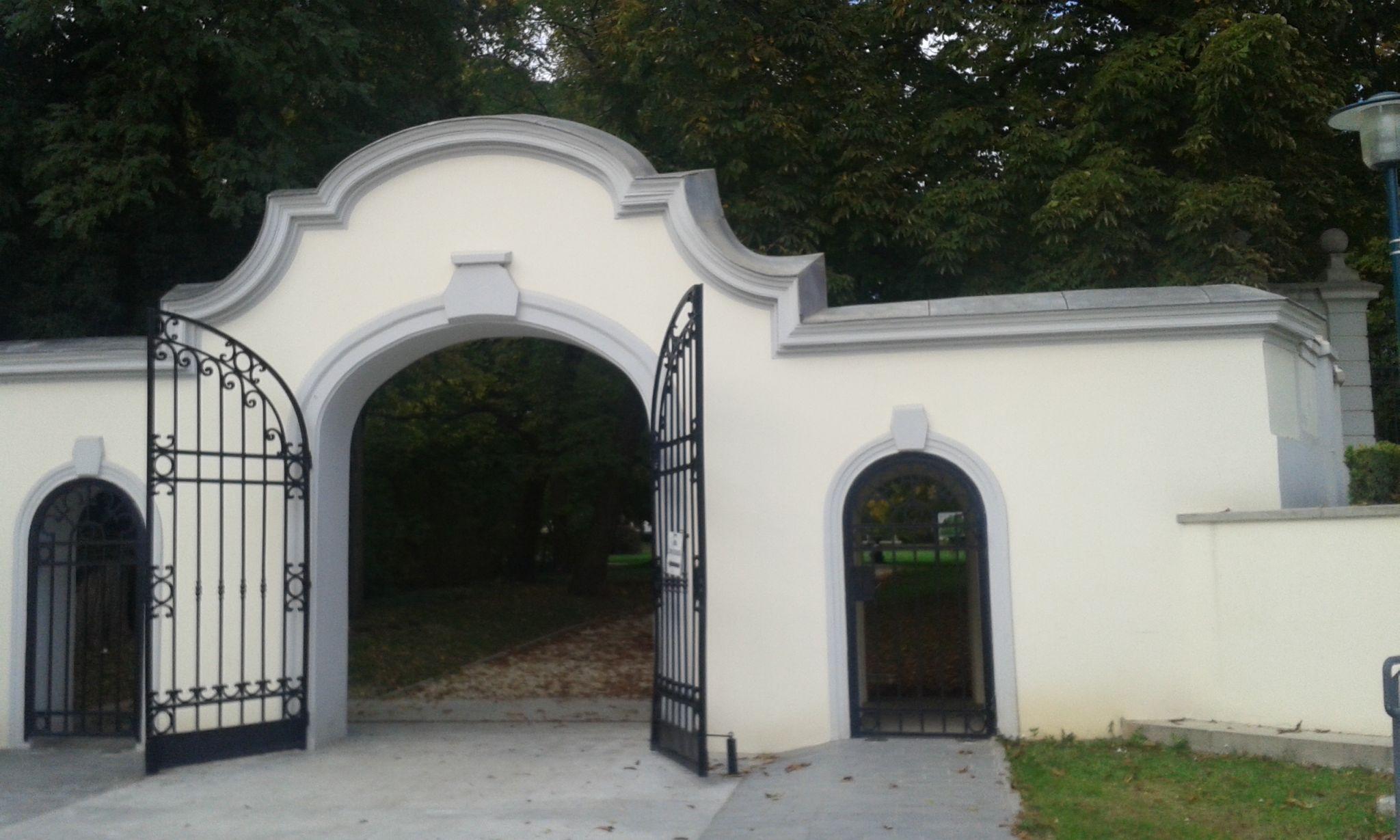 15 - A kastélypark kapuja a település felől