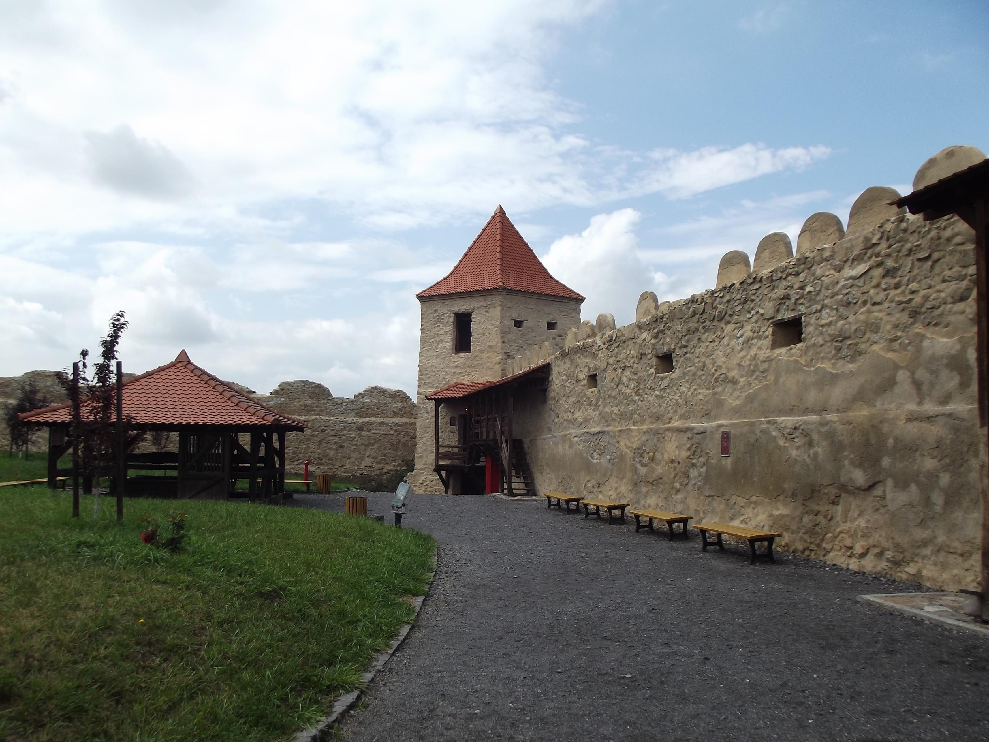 A kút és a Szolgálók-tornya