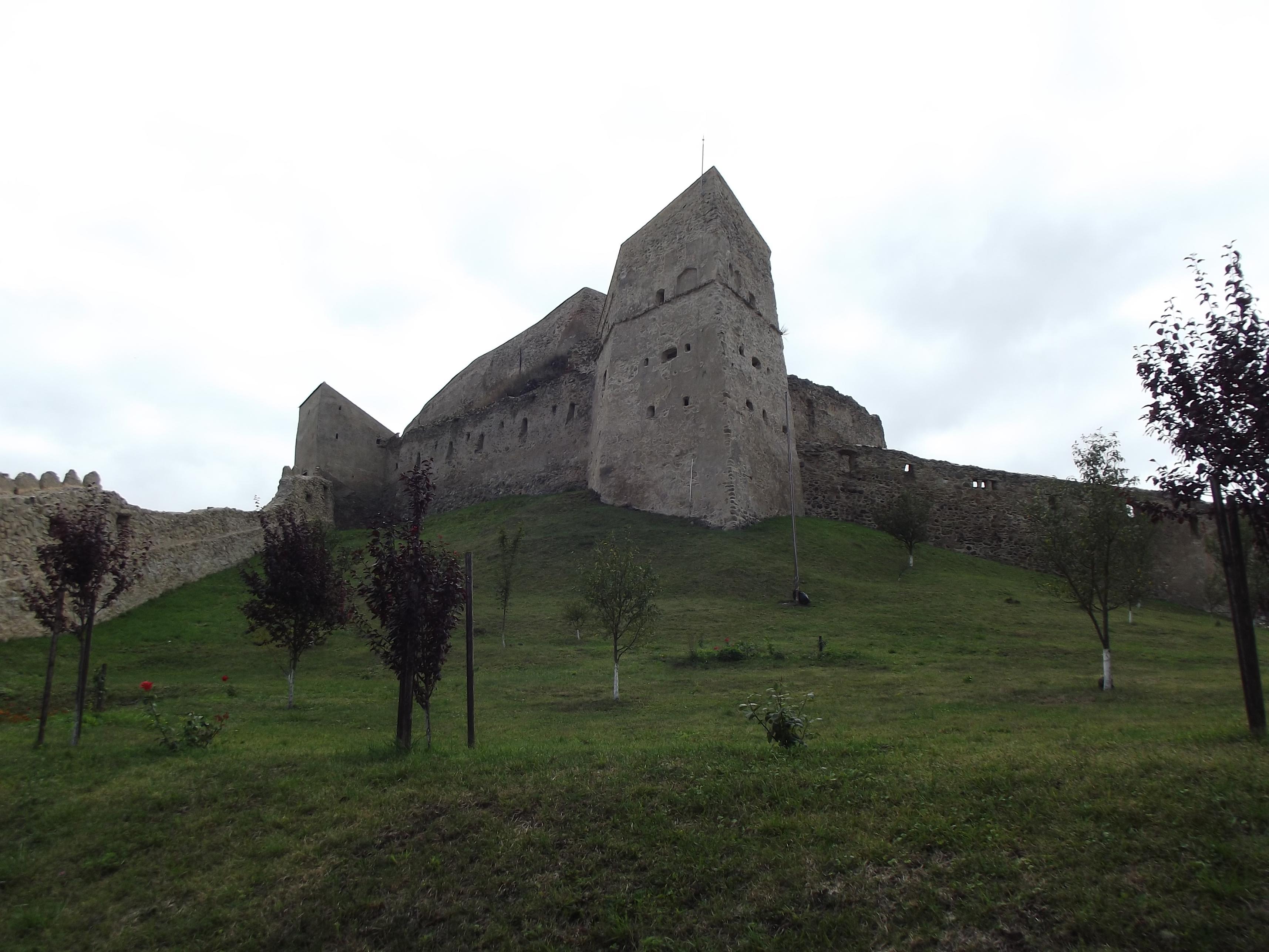 Az Ötszögű-torony az alsó várból