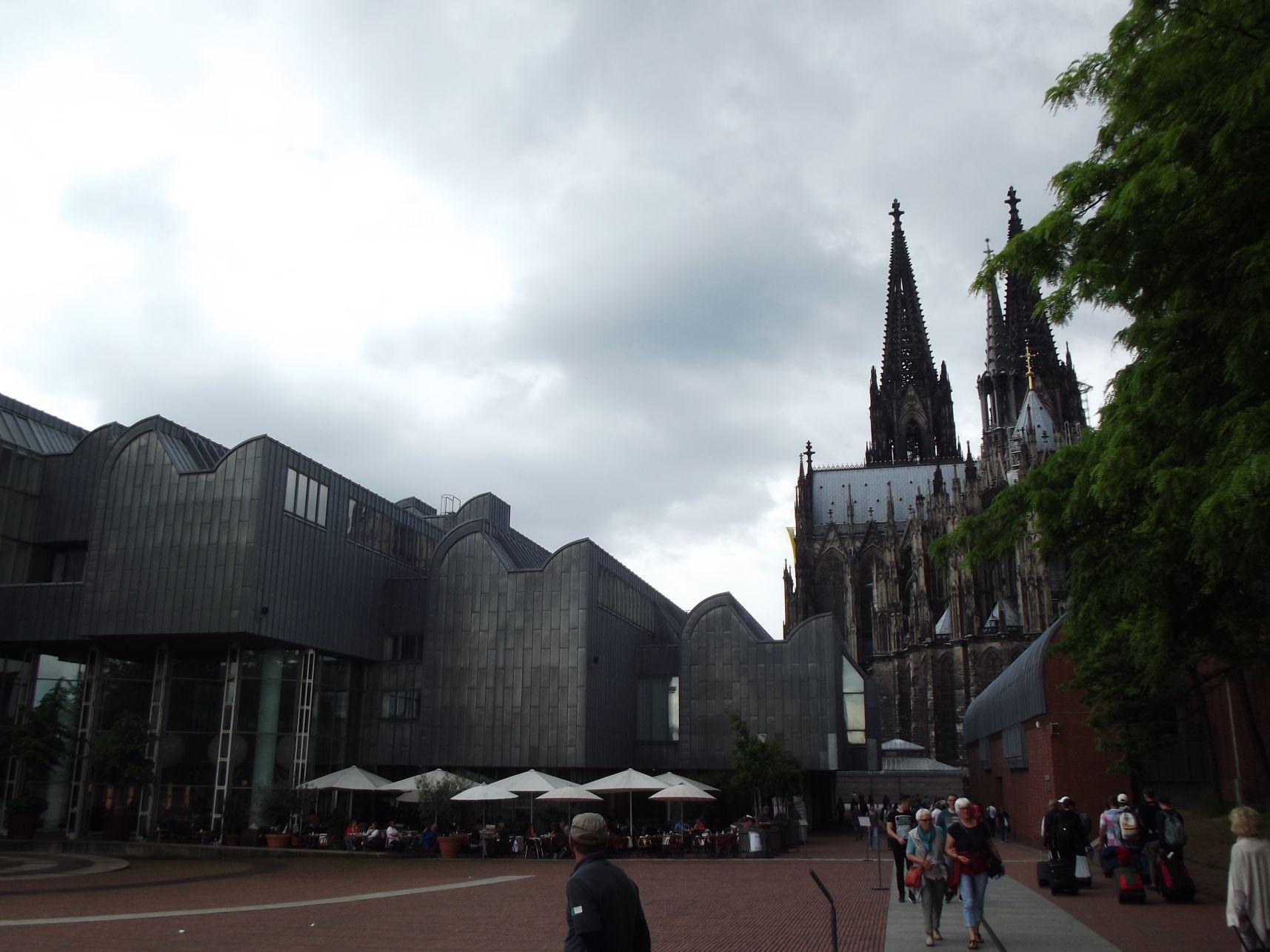 A Ludwig Múzeum és a dóm