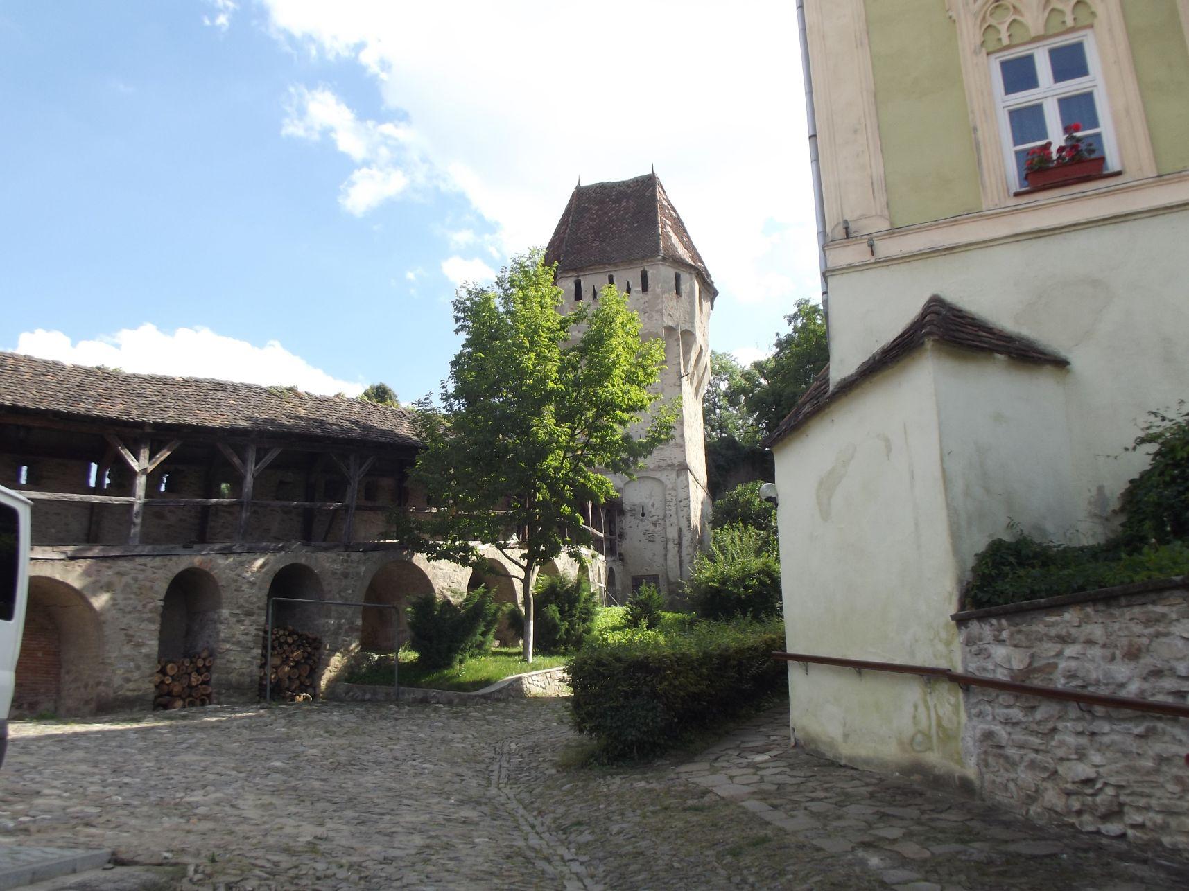 Íjászok folyosója és az Ónművesek tornya